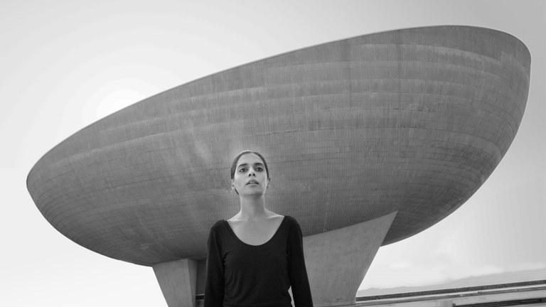 "Shirin Neshat: ""Roja Out"" (Video-Still)"